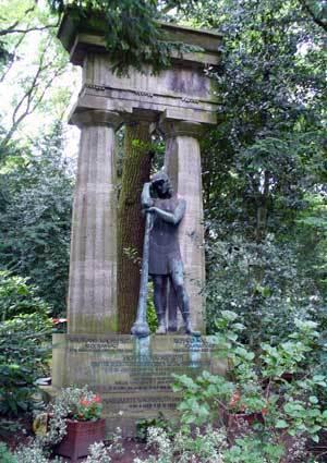 28_Stöckener-Friedhof_Grabmal-Web