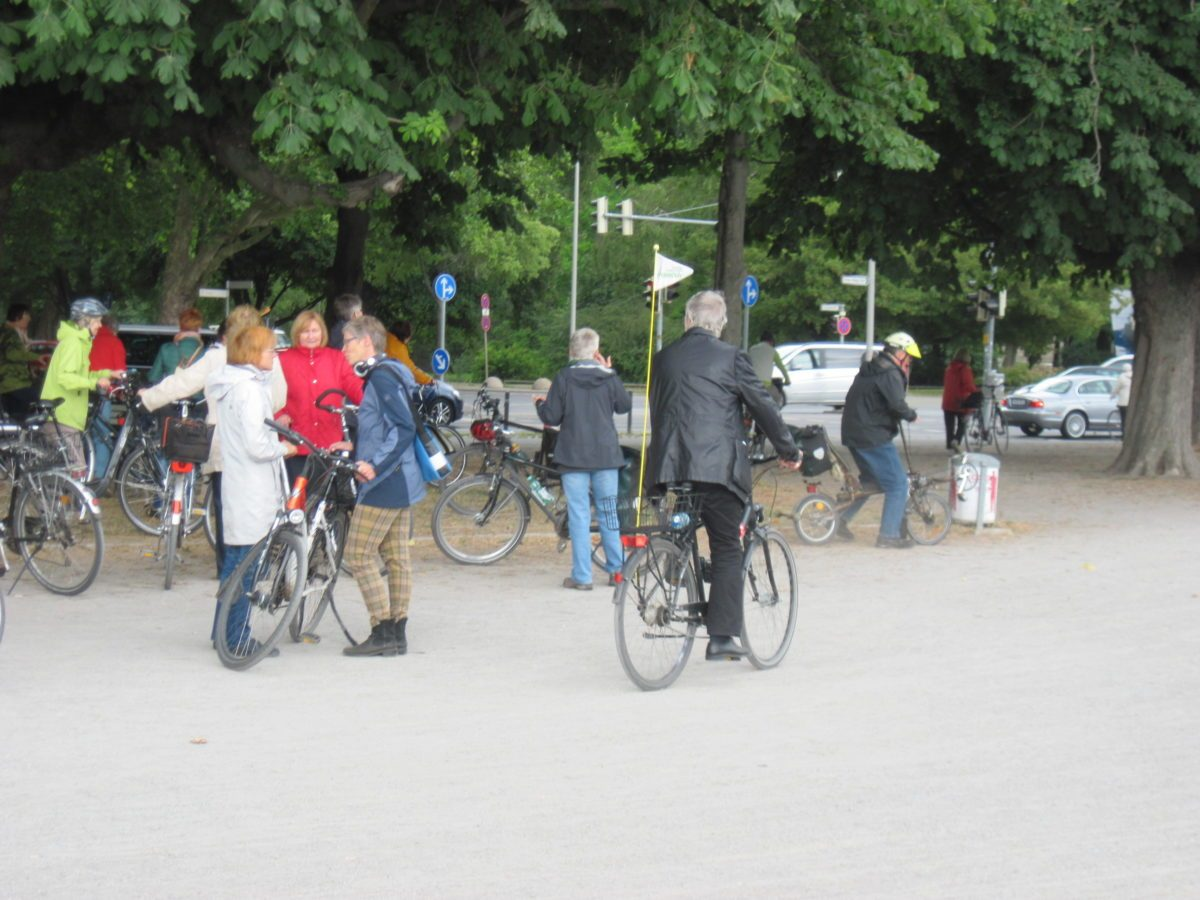 WIEDERHOLUNGSTERMIN: Stadtradtour zum Bauhaus-Jubiläum 2019