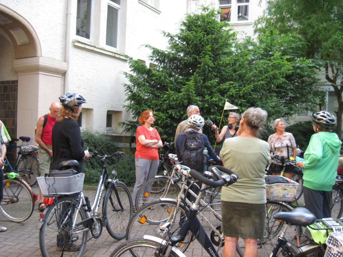 Fälllt leider aus!! SonderStadtRadTour: Innenhöfe - als Hinterhöfe zu Gartenhöfe wurden, mit dem NDR-Fernsehen