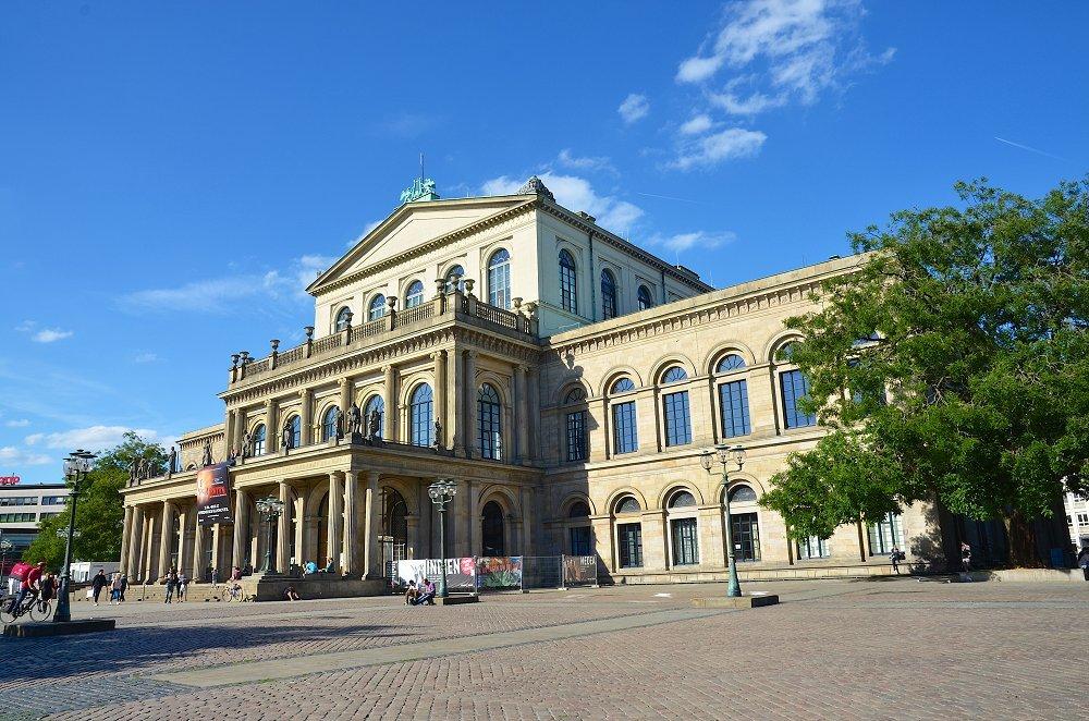 Zu sehen ist das hannoversche Opernhaus.
